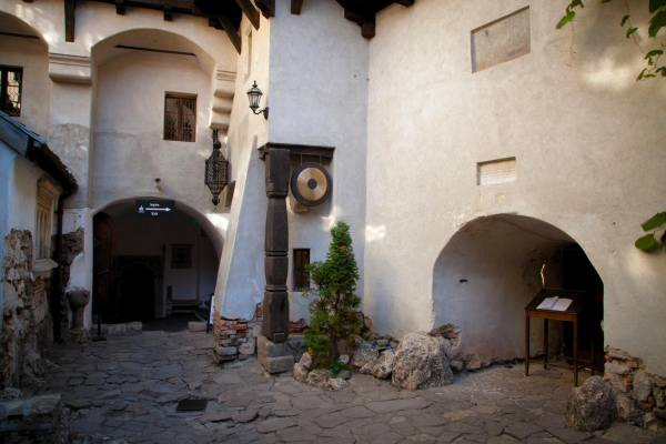 внутренний двор замка Дракулы