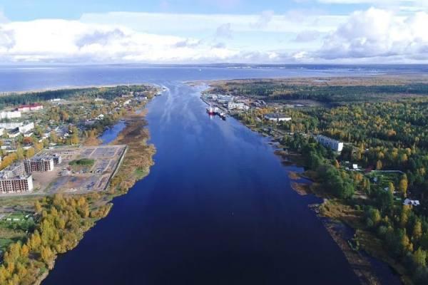 порт и поселок Усть-Луга находится