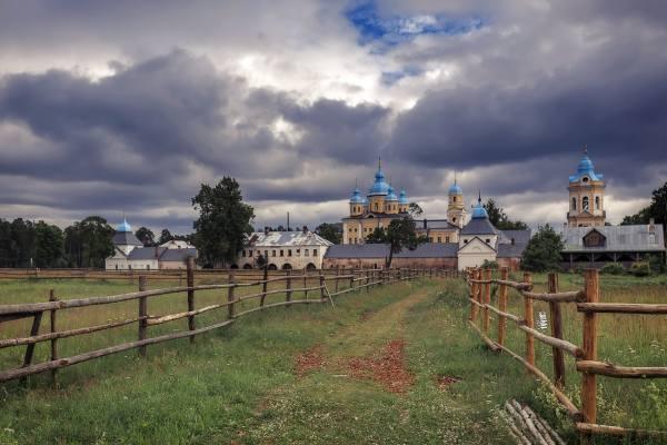 территория Коневского монастыря