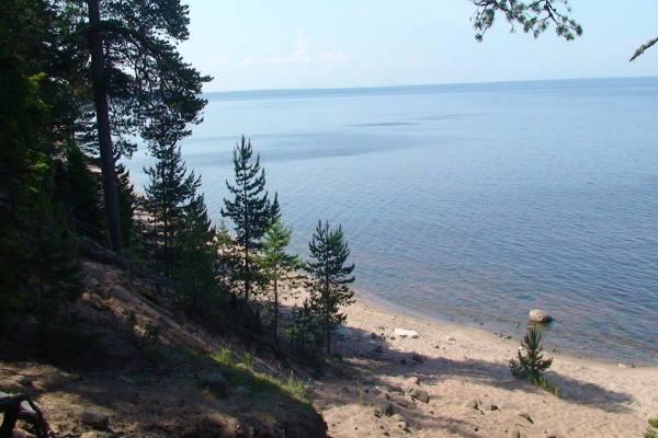 берег Ладожского озера на острове Коневец