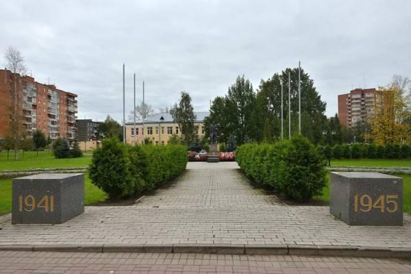 сквер и памятник памяти в Тосно