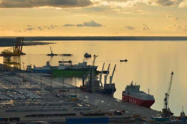 вечерний порт Усть-Луга